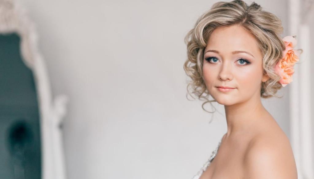 15 Beautiful Short Bridal Hairstyles