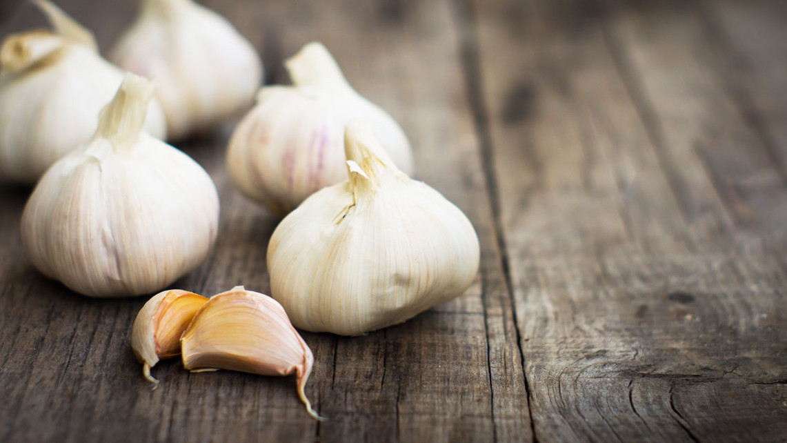 Here Is How Eating Garlic Can Help You Slim Down