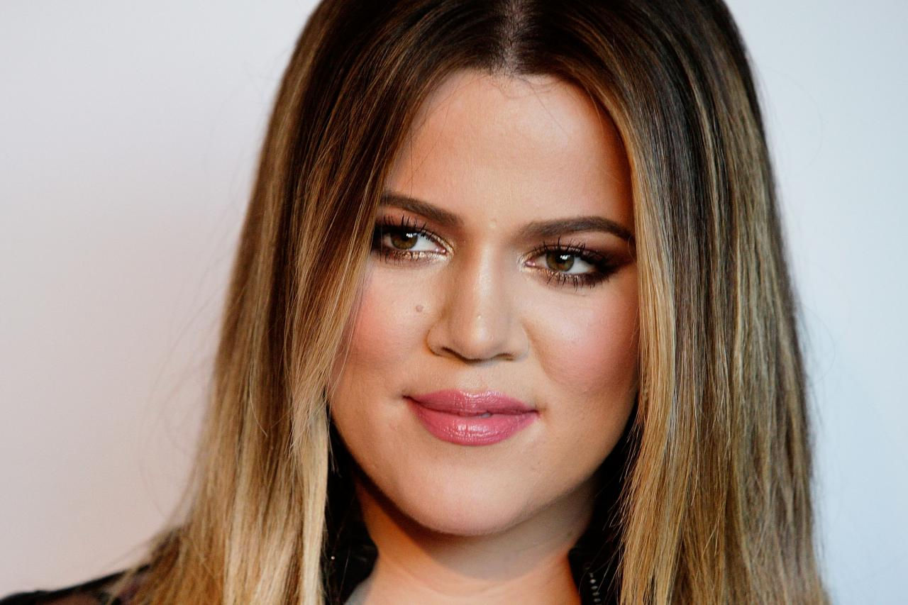 Khloe Kardashian Emotionally Speaks Out About Her Father's Death