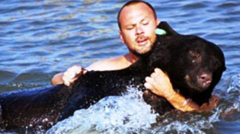 A Man Risked His Life To Save This Bear