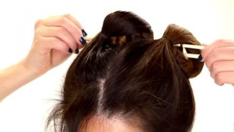 She Quickly Puts Chopsticks In Her Hair And The Outcome Is Super Gorgeous