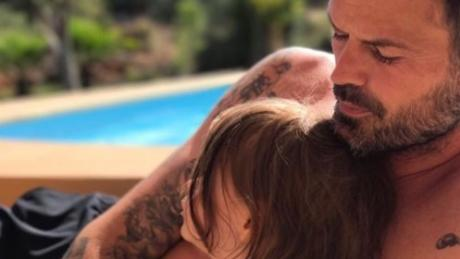 This Photo Of A Father And His Daughter Deeply Shocked Lots Of Internet Users