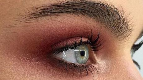 Get Inspired With These Burgundy Eye Makeup Looks