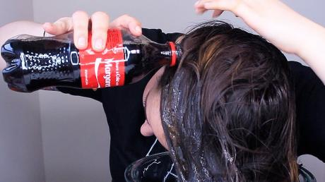 More And More People Are Rinsing Their Hair With Coca-Cola For This Interesting Reason