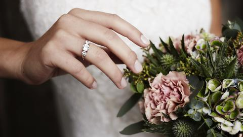This New Wedding Ring Trend Is Driving The Internet Wild