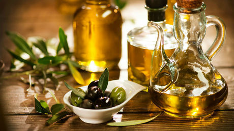 How To Treat Dry And Damaged Hair Using Olive Oil