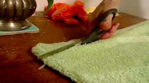 She Quickly Cuts Old Towels And Turns Them Into Something So Useful