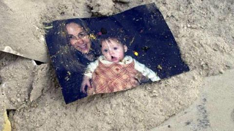 He Found This Photo In The Wreckage Of 9/11 - 15 Years Later He Finally Discovered The Truth