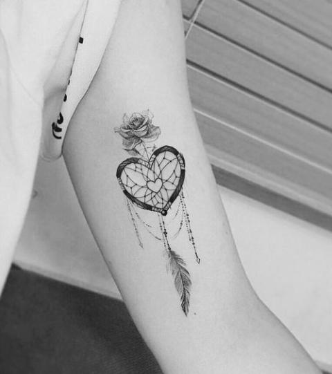These 20 Gorgeous Feather Tattoos Have A Beautiful Meaning