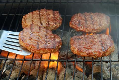 Discover the best trick to grill the juiciest burgers