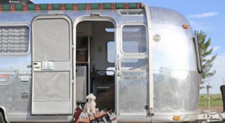 You Won't Believe Your Eyes When You See What's Inside This Caravan