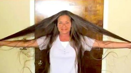 After Her First Haircut In 30 Years, This Woman Looks Unrecognisable