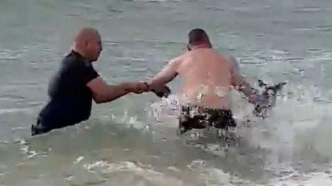 Heartwarming Moment Police Officers Rescue Kangaroo From Drowning In The Sea