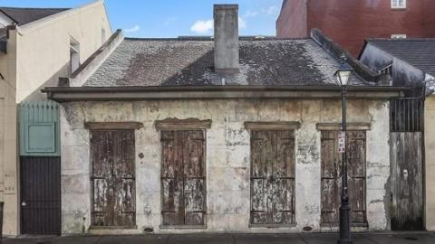This Rundown Old House Is Hiding A Surprising Secret - Which Makes It Worth A Million Pounds