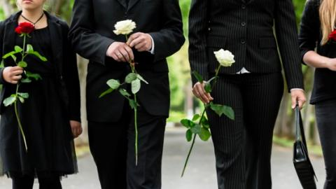 This Woman Went On A Tinder Date... To A Funeral