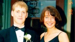 20 Years After Their Prom Photo, This Man Noticed Something Unbelievable About His Wife