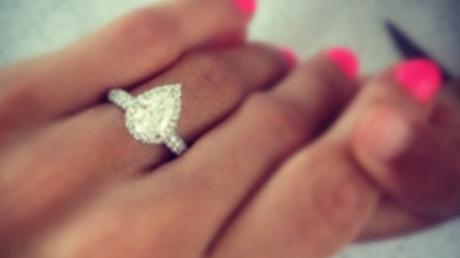 More And More Women Are Wearing Fake Engagement Rings And The Reason