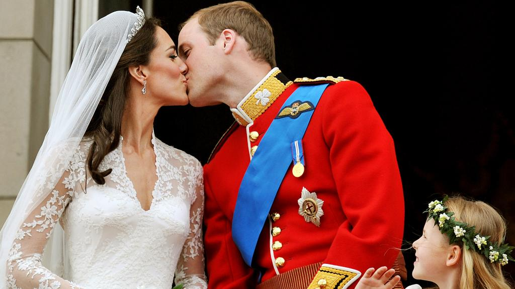 William dumps Kate Middleton over the phone, according to Robert Lacey's new book 'Battle of Brothers'