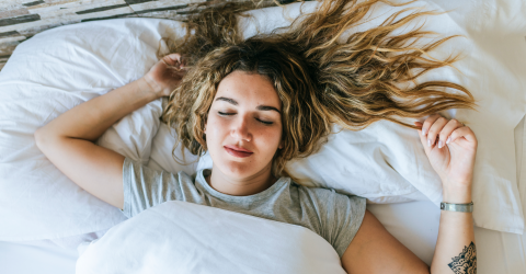Should you sleep with your hair tied?