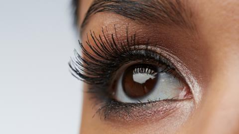 This trick will help you get longer lashes without wearing falsies