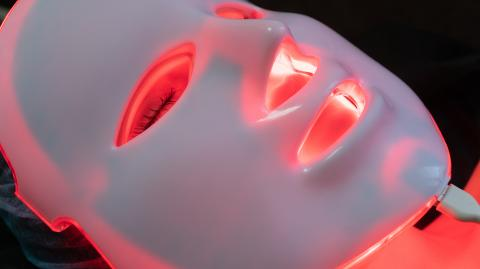 Amazon Black Friday: This LED light therapy mask will do wonders for your skin