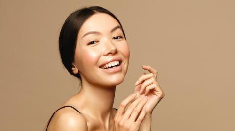 A Complete Guide To At-Home Dermaplaning
