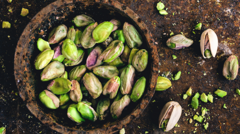 There's a Surprising Benefit to Eating Pistachios Before Bed