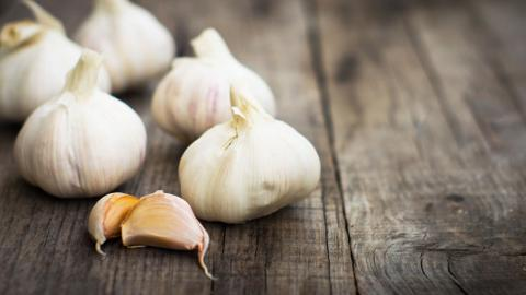 Here is how eating garlic can help slim you down