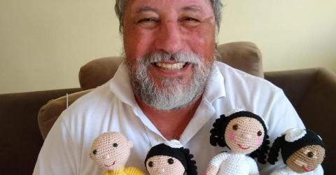 This Man Makes Adorable Two-Toned Dolls for Children Who Suffer From Vitiligo!