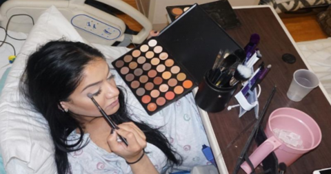This woman scandalised the internet by putting on make-up at the wrong time