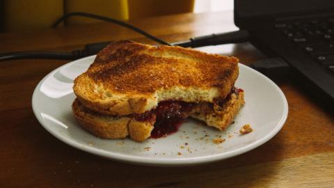 Freak accident: Aunt dies after making nephew bacon sandwich