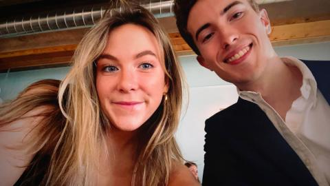 Girlfriend drafts 17-page contract for new Tinder beau two weeks after first date