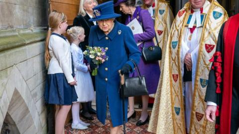 Queen uses walking stick to attend Westminster Abbey Service