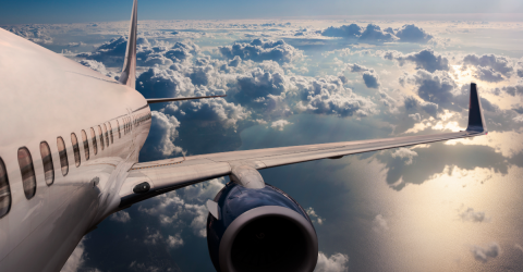 This Is What Really Happens If You Don't Put Your Phone On Airplane Mode While Flying