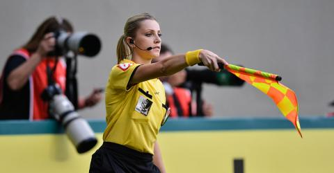 Fernanda Colombo Plays The Perfect Trick A Player In The Middle Of A Match And It's Hilarious