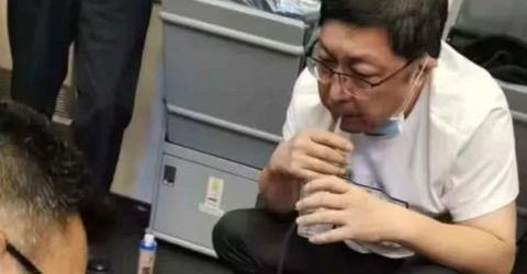 Chinese Surgeon Stopped A Man From Dying Mid-Flight By Sucking Urine From His Bladder