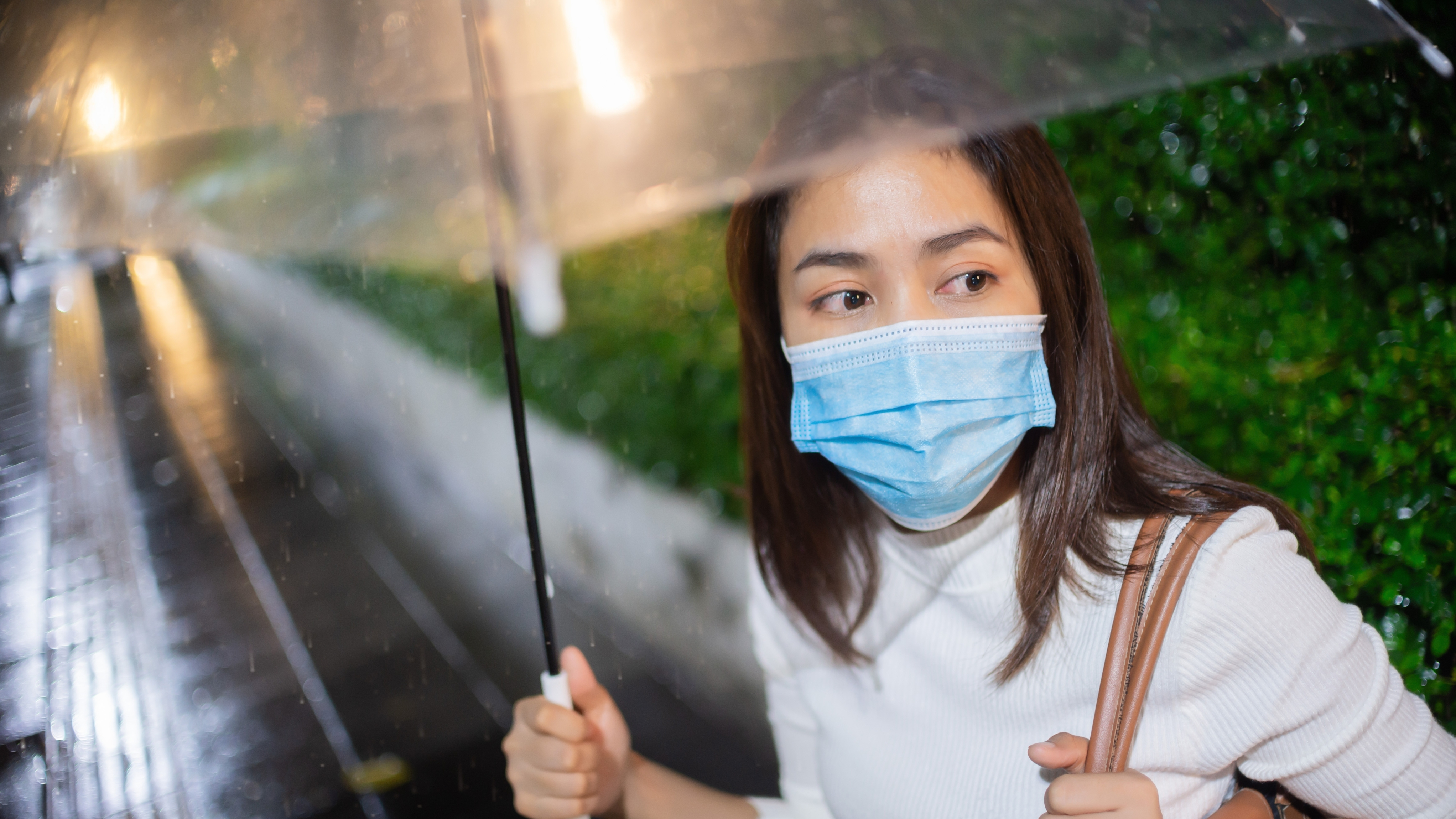 Coronavirus: How to take proper care of your mask in the rain